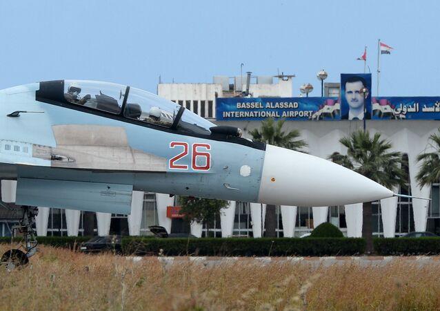 Su-30 na základně Hmímim
