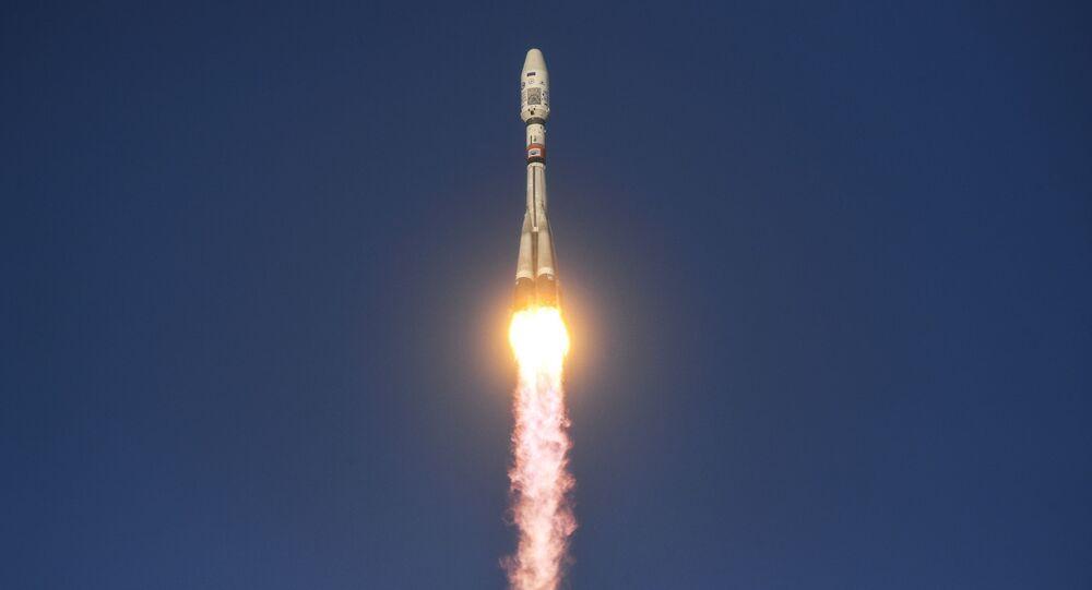 Spuštění nosné rakety Sojuz 2.1b