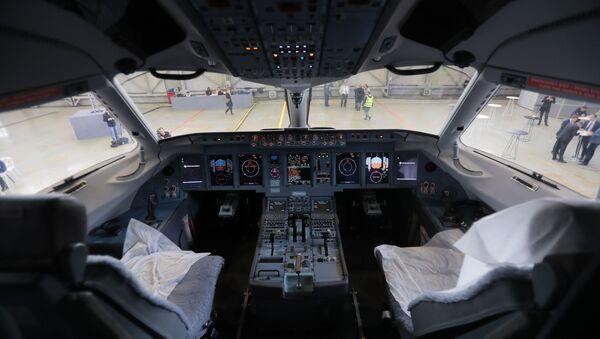 Kabina letounu Suchoje Superjet 100 - Sputnik Česká republika