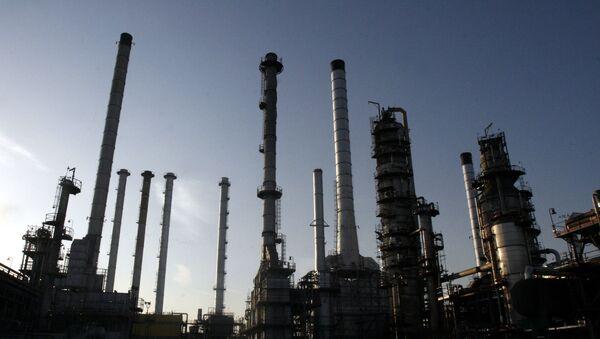 Rafinerie ropy v Teheránu - Sputnik Česká republika