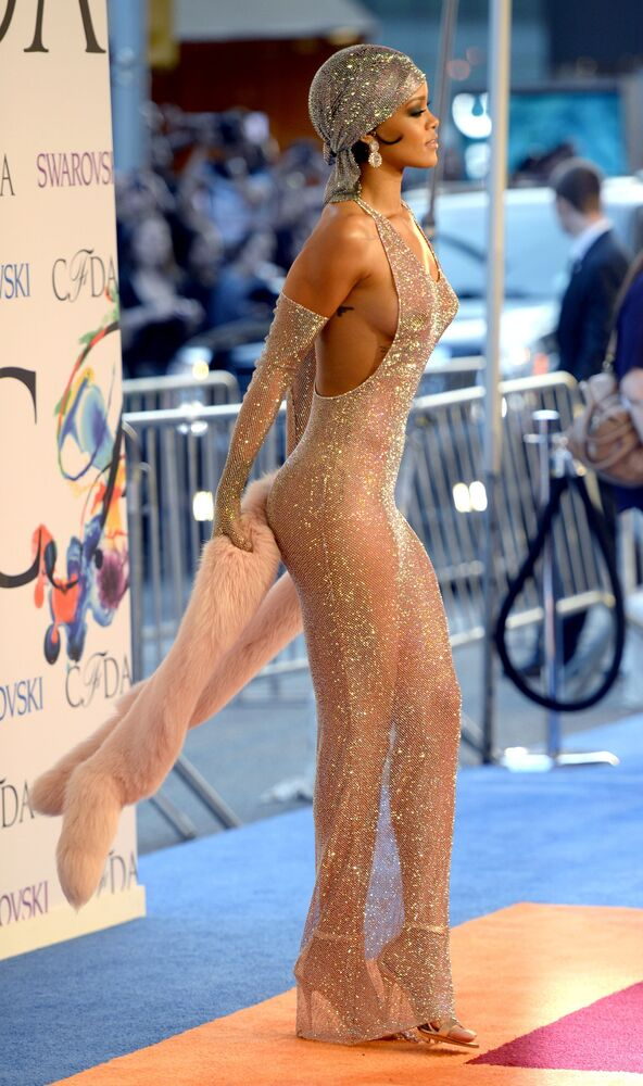 Zpěvačka Rihanna na udílení cen Fashion Awards v New Yorku