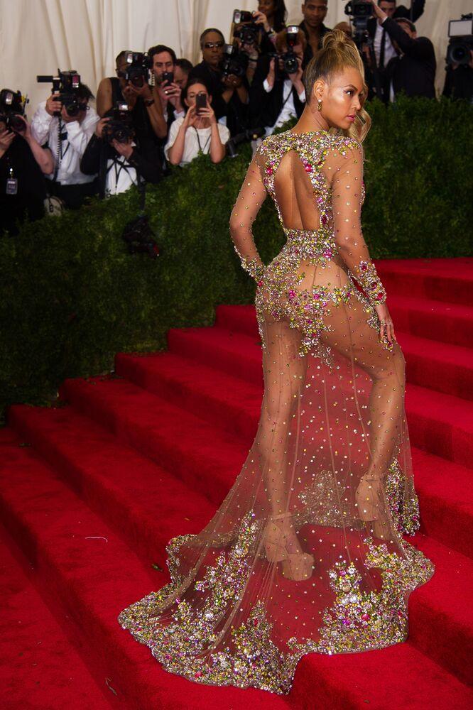 Zpěvačka Beyoncé přijíždí na charitativní ples Institutu kostýmu v New Yorku