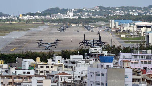 Futenma je letecká základna námořní pěchoty Spojených států amerických ležící na ostrově Okinawa 9,3 kilometru na severovýchod od Nahy. - Sputnik Česká republika