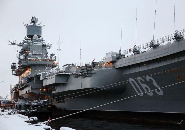 Těžký letadlový křižník Severního loďstva Admiral Kuzněcov