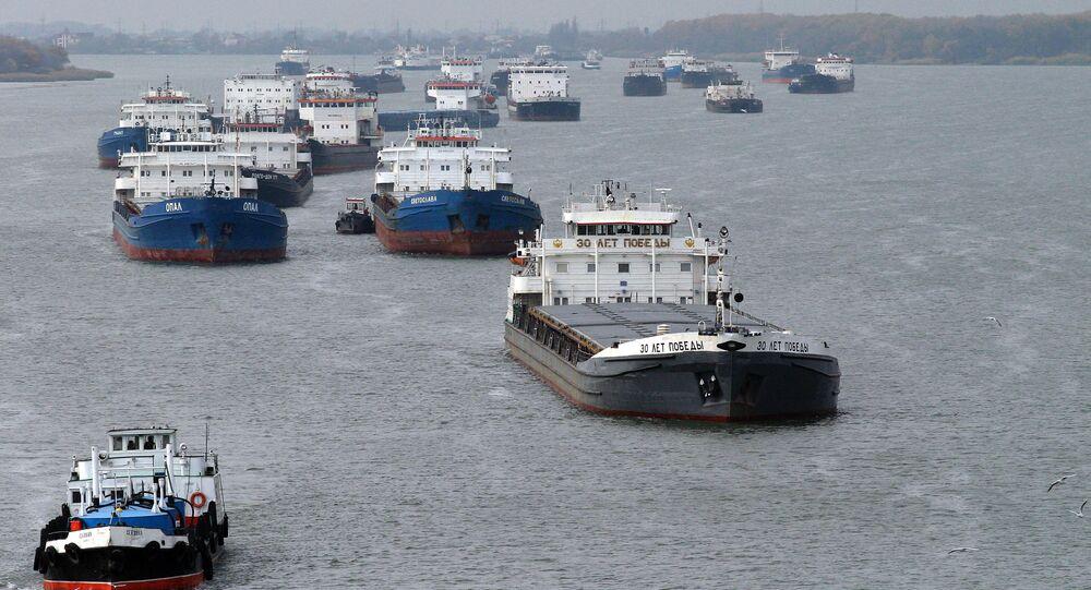 Lodě v Azovském moři u ústí Donu