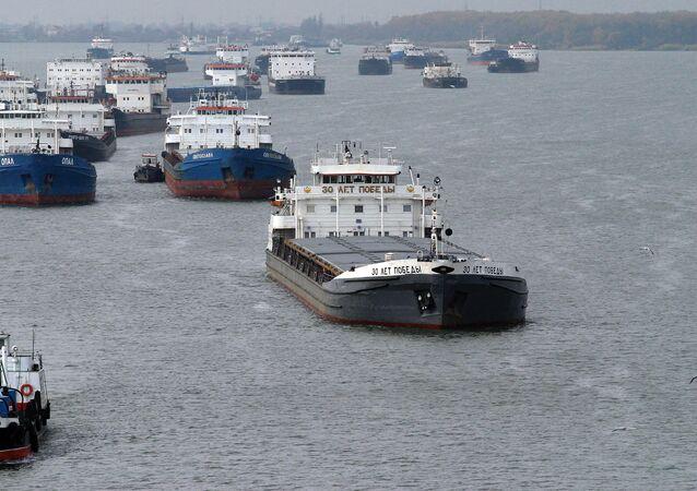 Lodě v Azovském moři u ústí Donu. Ilustrační foto