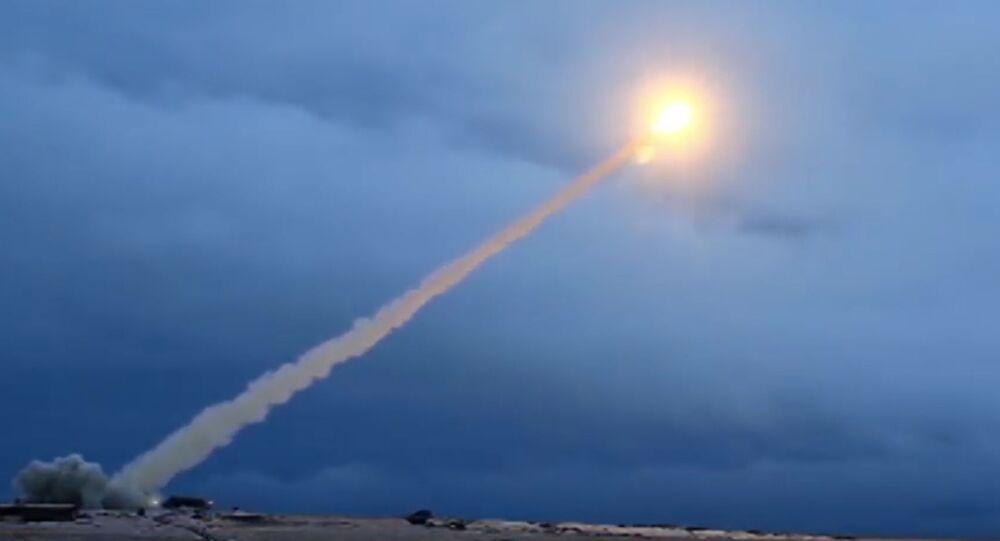 Testování rakety s plochou dráhou letu s jaderným pohonem Burevestnik. Ilustrační foto