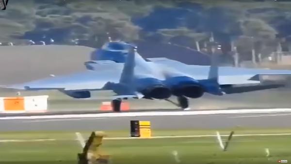 Tvrdé přistání F-15 - Sputnik Česká republika