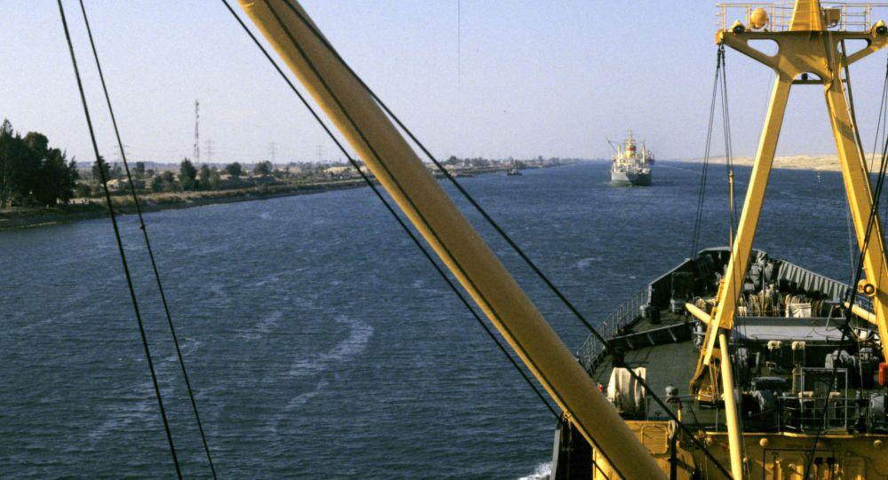 Suezský průplav spojující Středozemní a Rudé moře