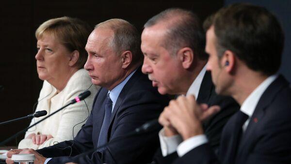 Německá kancléřka Angela Merkelová, ruský prezident Vladimir Putin, turecký prezident Recep Erdogan a francouzský prezident Emmanuel Macron. - Sputnik Česká republika