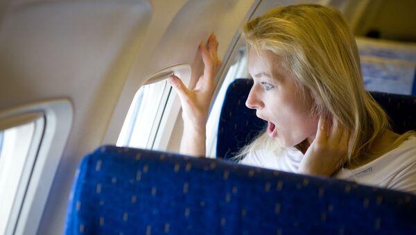 Překvapená slečna v letadle - Sputnik Česká republika