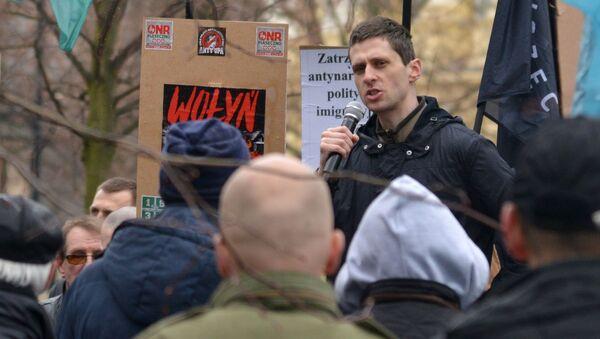 Účastníci mítinku proti zvýšenému počtu ukrajinských migrantů ve Varšavě - Sputnik Česká republika