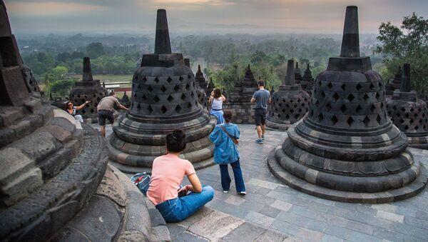 Turisté v chrámovem komplexu Borobudur - Sputnik Česká republika