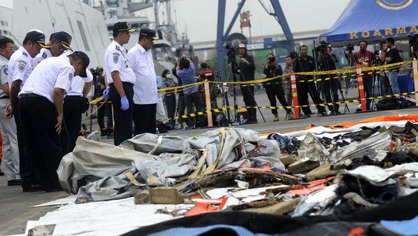 Byly získány údaje z černé skříňky boeingu, který havaroval v Indonésii - Sputnik Česká republika