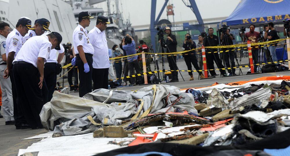 Byly získány údaje z černé skříňky boeingu, který havaroval v Indonésii