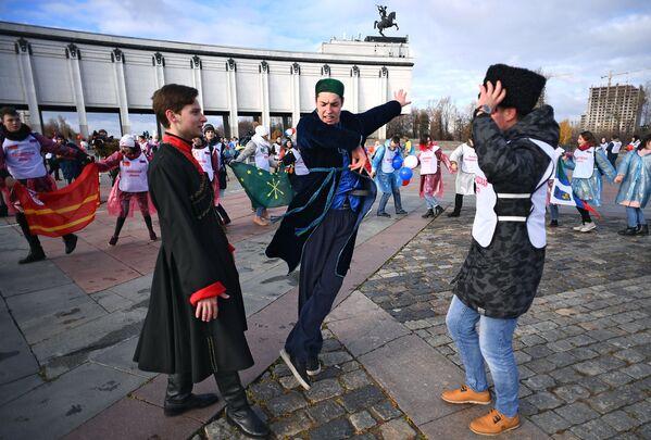Slavnostní pochody a festivaly národních kultur: Den národní jednoty v Rusku - Sputnik Česká republika