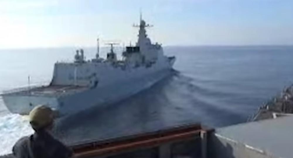 Americká a čínská loď v Jihočínském moři