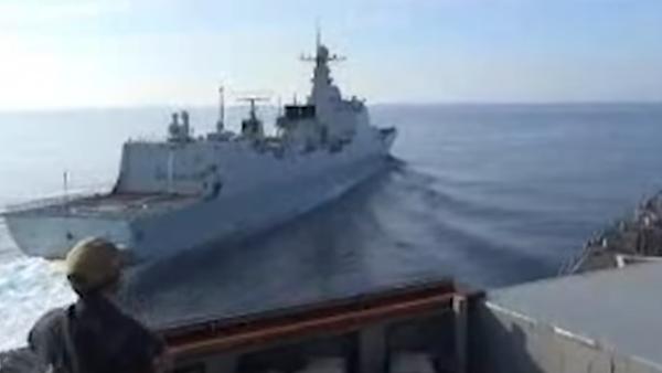 Americká a čínská loď v Jihočínském moři - Sputnik Česká republika
