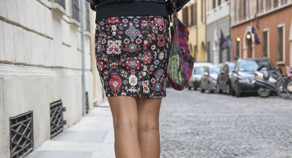 Dívka v sukni. Ilustrační foto