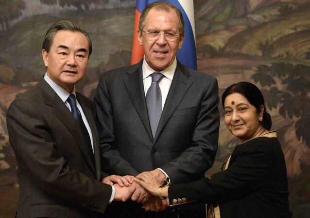 Ministři zahraničí Číny, Ruska a Indie