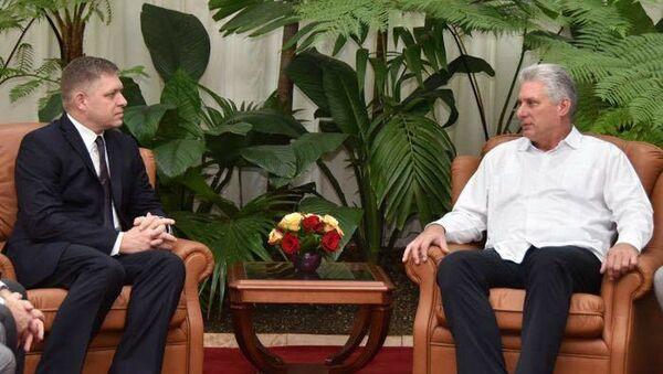Robert Fico a s novým kubánským prezidentem Miguelem Díaz-Canelem - Sputnik Česká republika