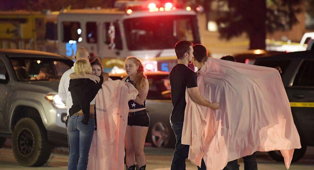 Místo, kde došlo k útoku v Thousand Oaks nedaleko Los Angeles