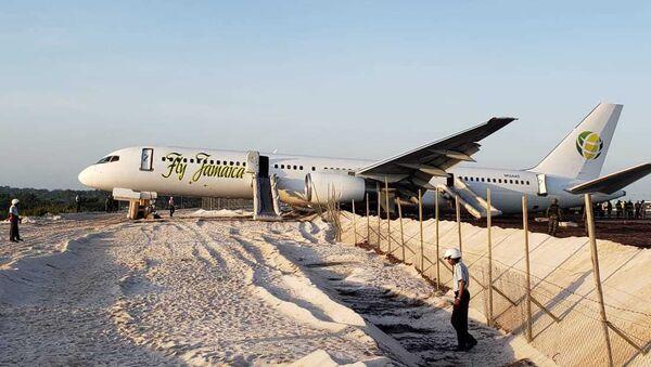 Boeing 757-200 společnosti Fly Jamaica na letišti Georgetown - Sputnik Česká republika
