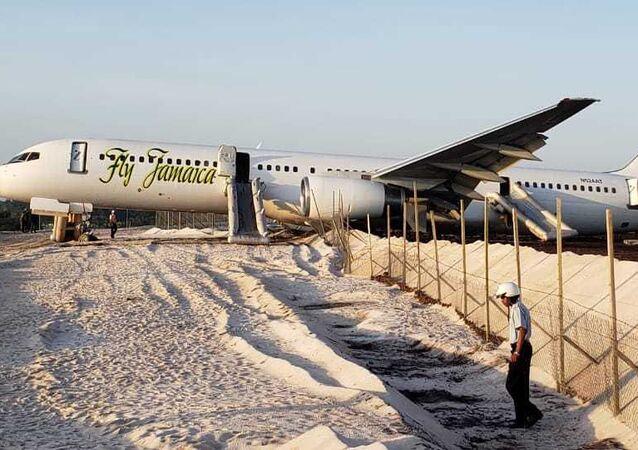 Boeing 757-200 společnosti Fly Jamaica na letišti Georgetown