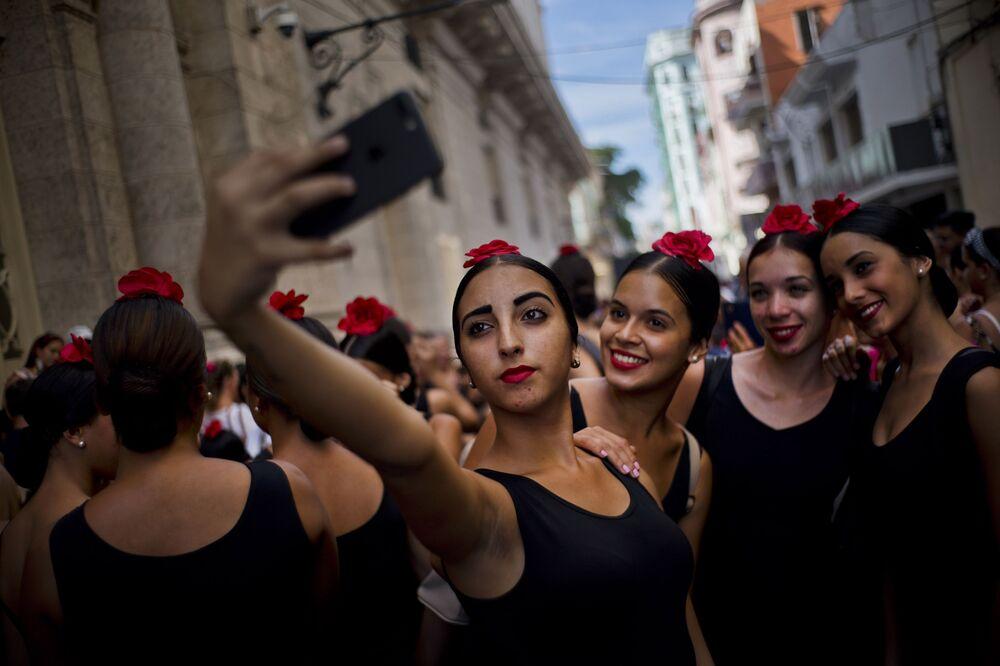 Tento týden v obrazcích: show modelek a karavana migrantů