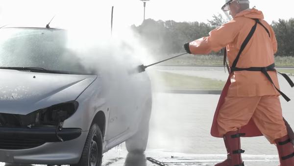Neuvěřitelné! Podívejte se, co může myčka pod vysokým tlakem udělat s autem (VIDEO) - Sputnik Česká republika