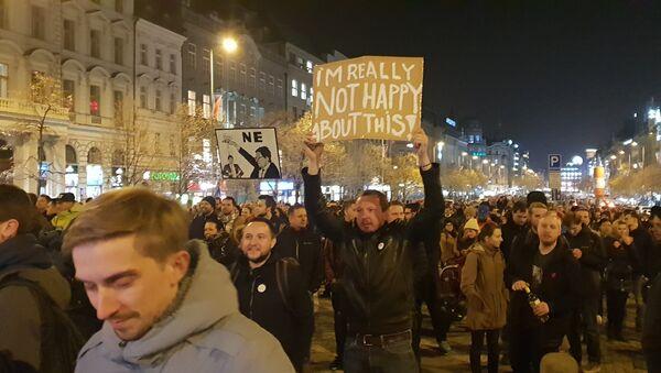 Demonstranti na Václavském náměstí v Praze. 15. 11. 2018 - Sputnik Česká republika