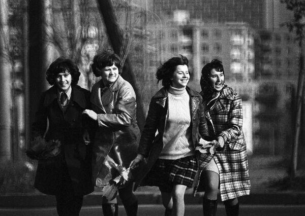 Móda na pódiu a v denním životě. Jak vypadala žena sovětské doby? - Sputnik Česká republika