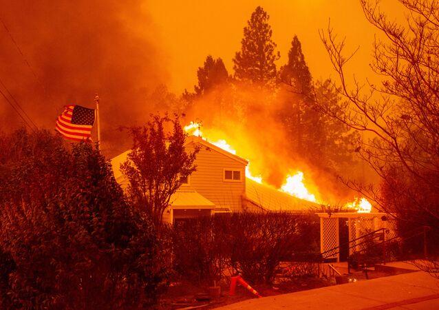 Lesnícní požáry v Kalifornii