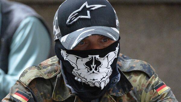 Příslušník pravého sektoru na mítinku u budovy administrativy prezidenta Ukrajiny - Sputnik Česká republika
