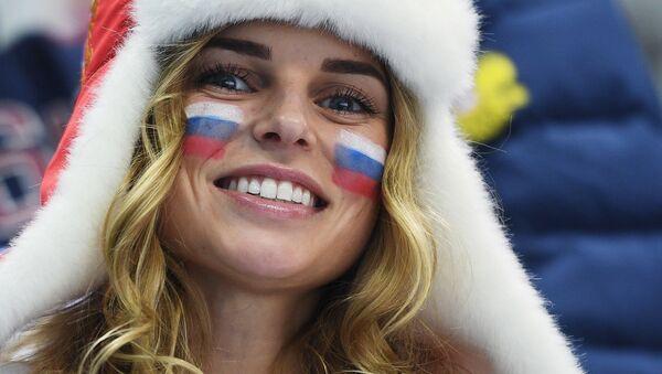 Ruská fanynka před začátkem semifinále hokejového zápasu mezi Ruskem a Českem - Sputnik Česká republika