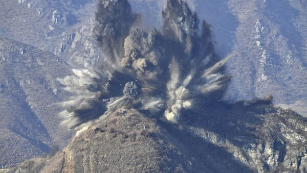 Zničení opevněných míst v demilitarizované zóně na hranici s Jižní Koreou - Sputnik Česká republika