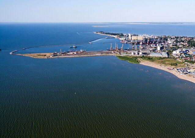 Námořní obchodní přístav na Yeysk rožni. Azovské moře.