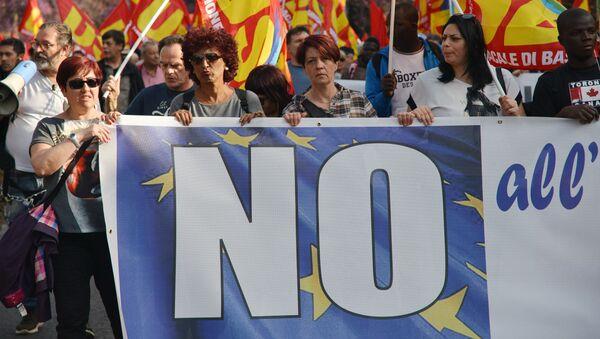 Účastníci demonstrace proti Evropské unii jsou v ulicích Říma - Sputnik Česká republika