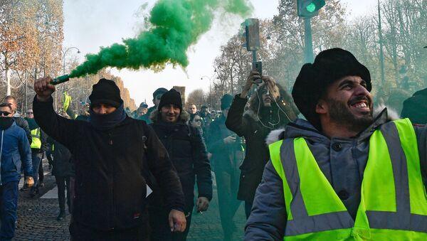 Protestní akce žlutých vest proti zvyšování cen paliv ve Francii - Sputnik Česká republika