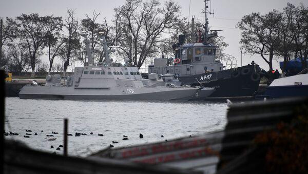 Tři ukrajinské lodě v přístavu Kerče - Sputnik Česká republika