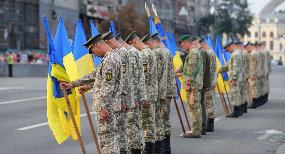 Ukrajinští vojáci během zkoušky vojenské přehlídky v Kyjevě