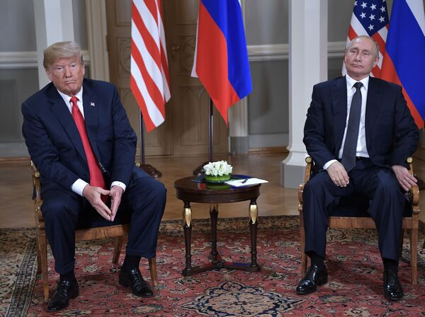 Americký prezident Donald Trump a ruský prezident Vladimir Putin během setkání v prezidentském paláci v Helsinkách - Sputnik Česká republika