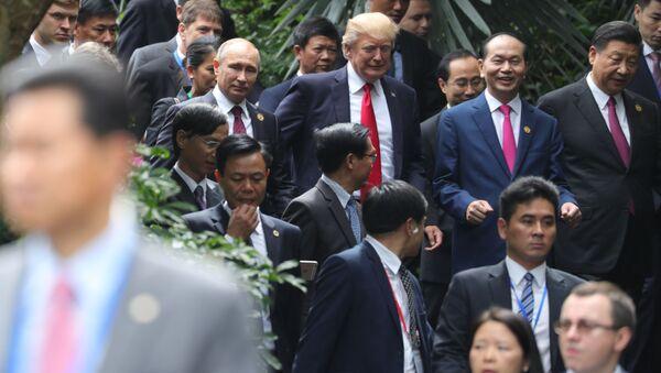 Vladimir Putin, Donald Trump, Trần Đại Quang a Si Ťin-pching během fóra Asijsko-pacifického hospodářského společenství - Sputnik Česká republika