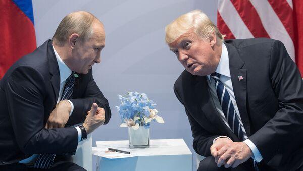 Americký prezident Donald Trump a ruský prezident Vladimir Putin - Sputnik Česká republika