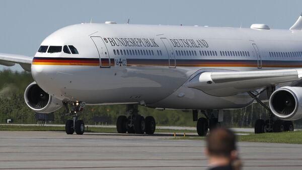 Vládní Airbus A340 německé kancléřky Angely Merkelové. Ilustrační foto - Sputnik Česká republika