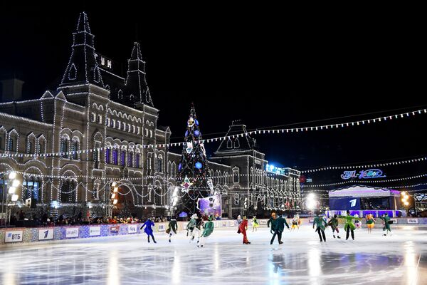 Fotografie z venkovního kluziště v Rusku na Rudém náměstí v Moskvě - Sputnik Česká republika