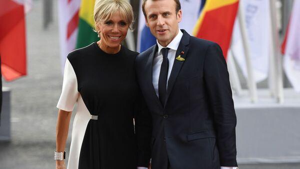 Francouzský prezident Emmanuel Macron a jeho manželka na summitu G20 v Hamburku - Sputnik Česká republika