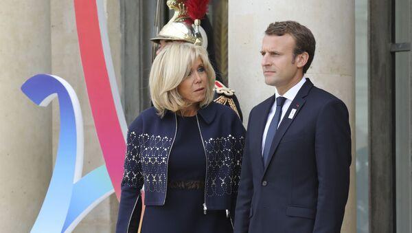 Francouzský prezident Emmanuel Macron a jeho manželka Brigitte - Sputnik Česká republika