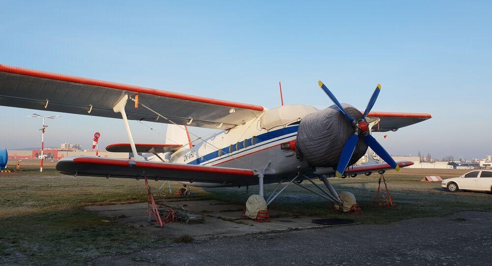 Antonov An-2 na stojánce letiště Praha-Letňany