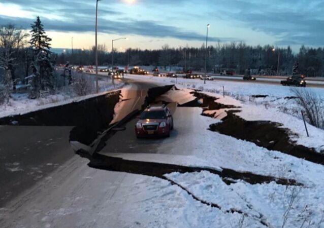 Objevilo se video následků zemětřesení na Aljašce. Může vzniknout tsunami?